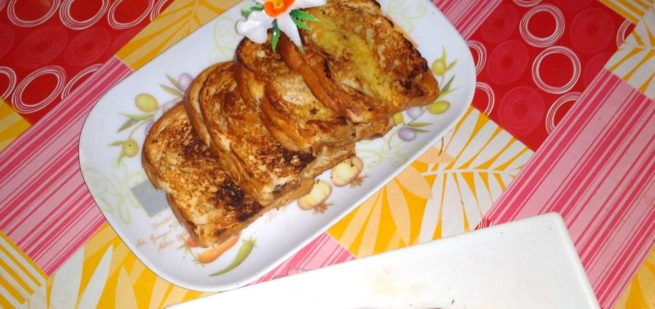 Roti bakar isi pisang