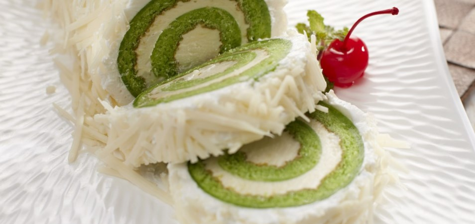 PANDAN CHEESE CAKE ROLL