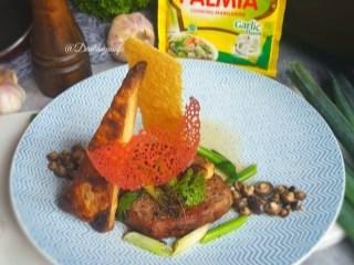 Tenderloin steak dengan daun bawang siram mentega