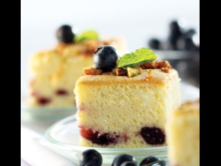 CAKE WITH BLUEBERRY FILLING