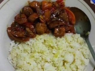 Nasi Goreng Mentega dan Sosis Asam Manis Pedas