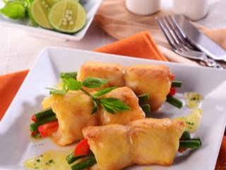 FISH ROLL WITH VEGETABLE